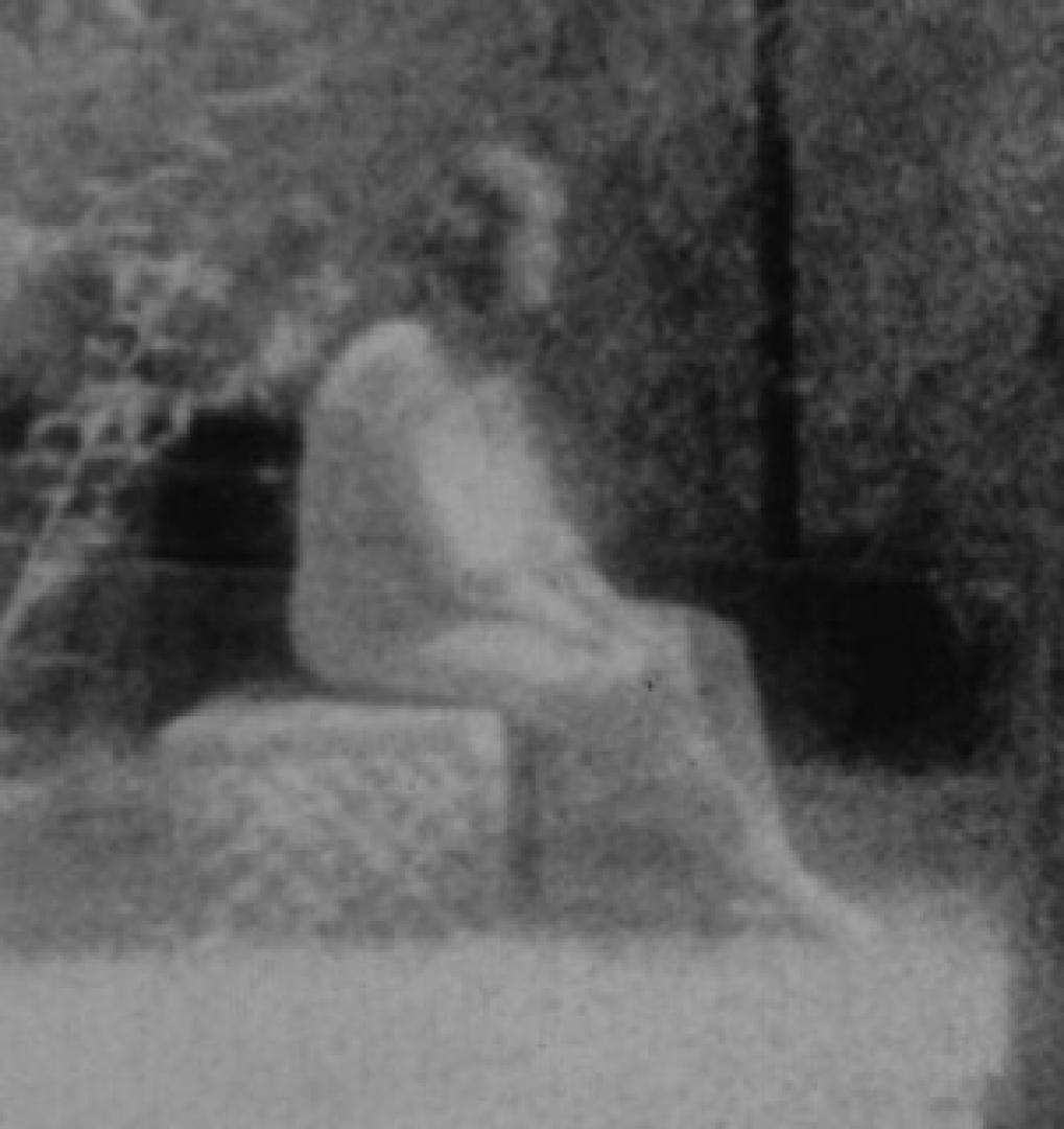 Drekavac - A fehér ruhás nő és gyermeke 1. kép