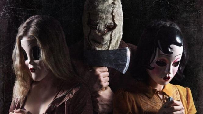 The Strangers: Prey at Night - Hívatlanok 2: Éjjeli préda (2018) - Home invasion
