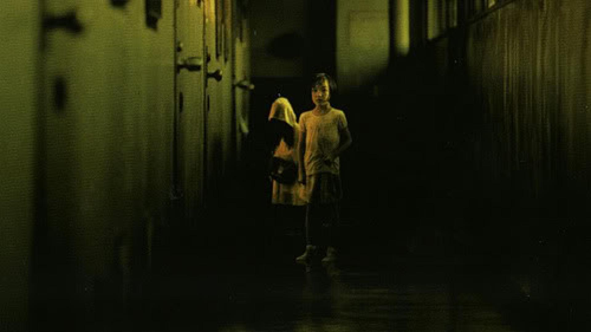 Honogurai mizu no soko kara - Sötét víz (2002)