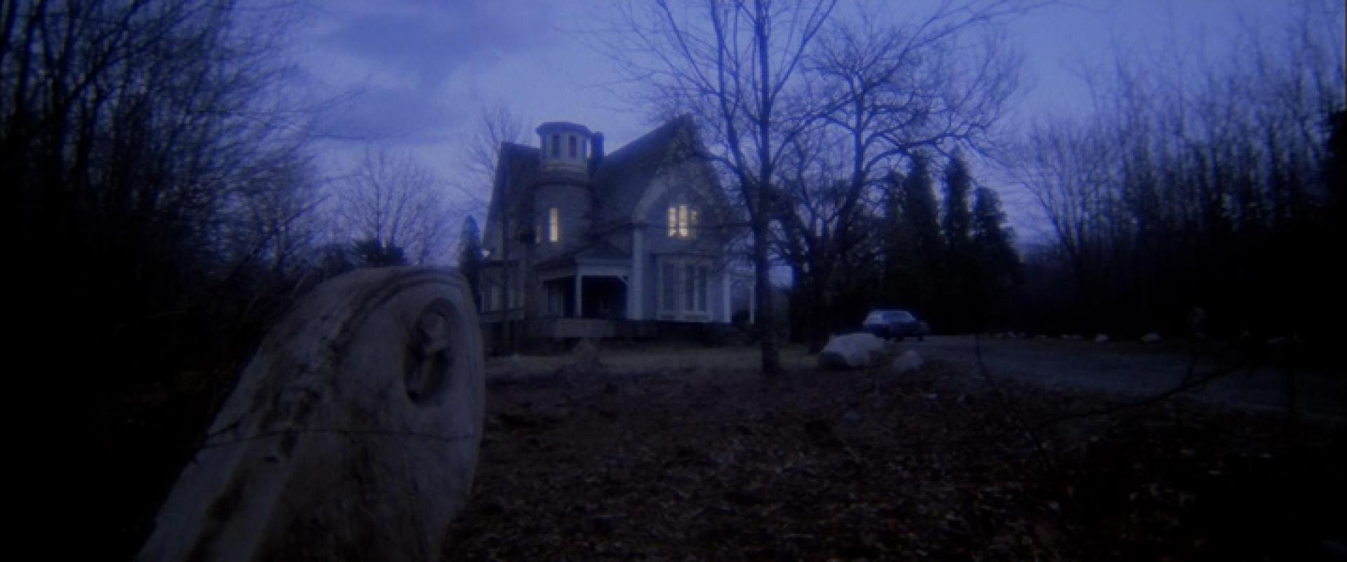 Halál-trilógia, 3. rész: A temetőre épült ház (1981)
