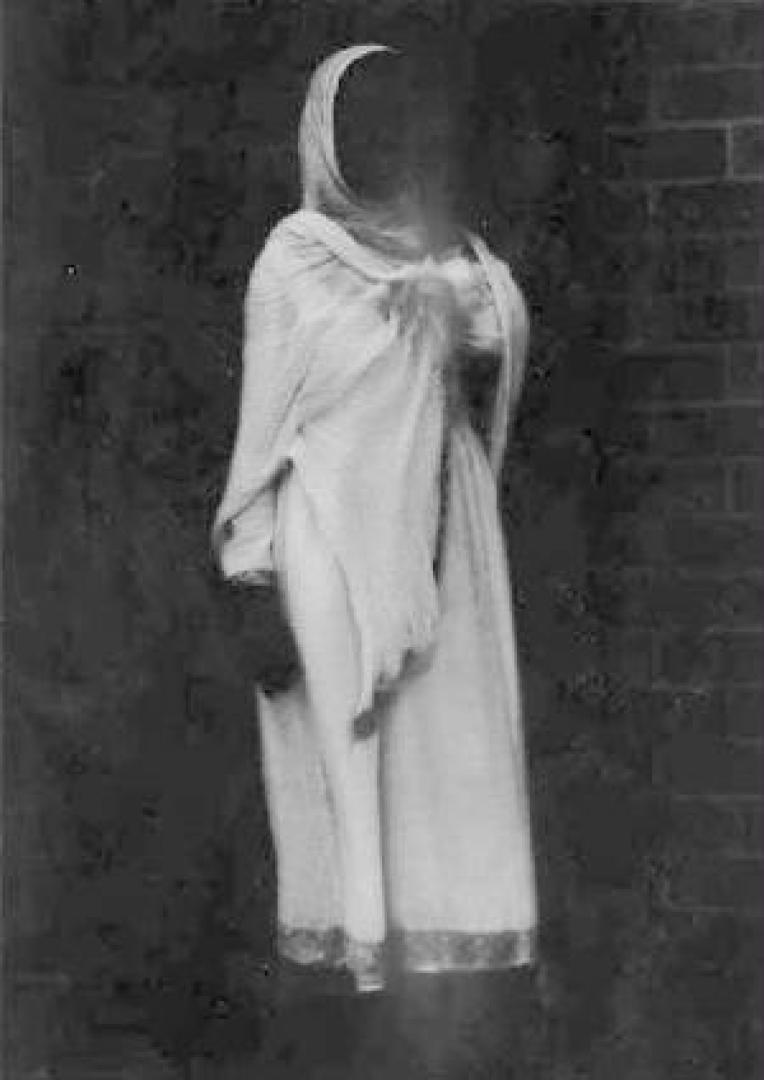 Drekavac - A fehér ruhás nő és gyermeke 4. kép