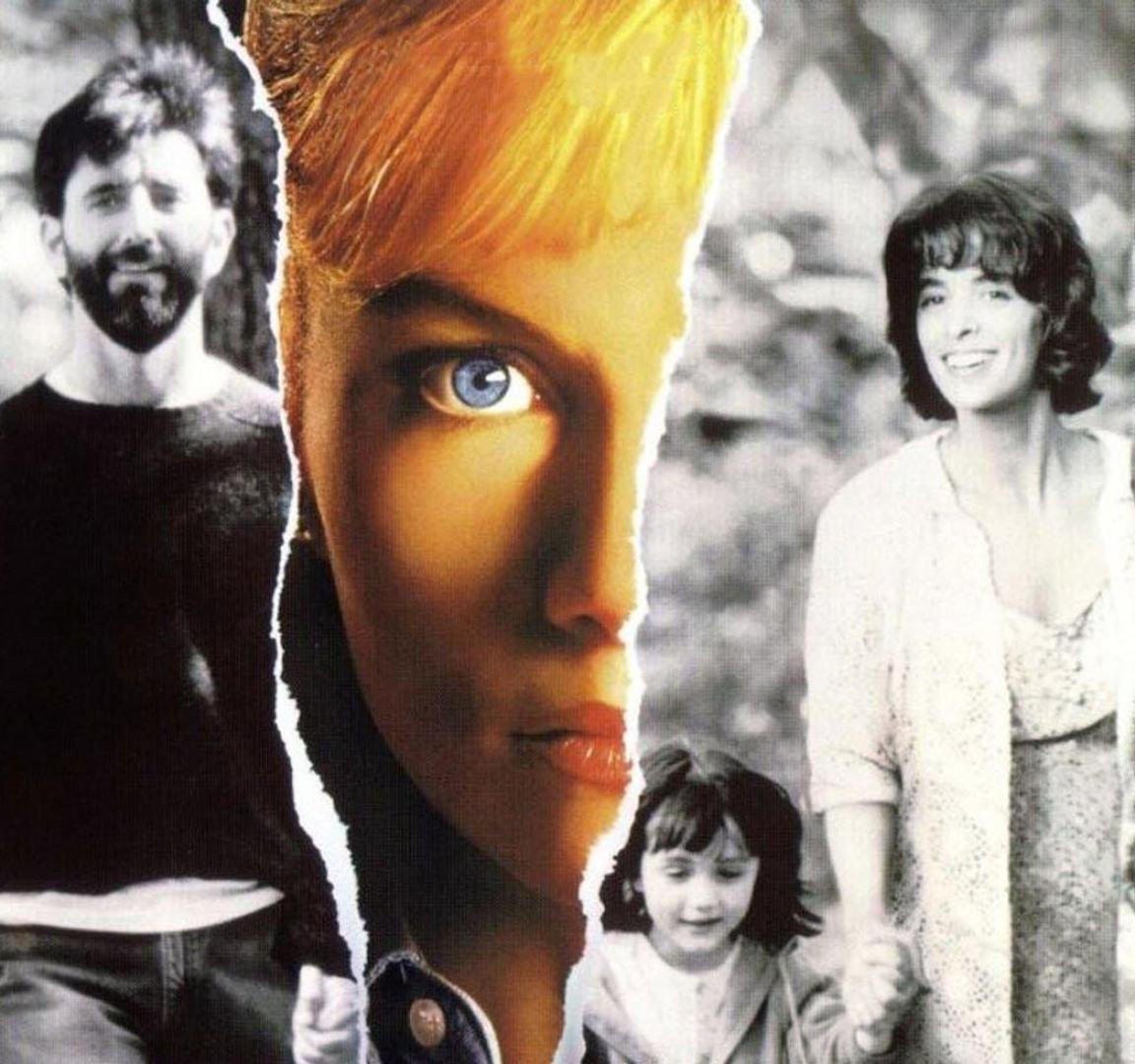 A kéz, amely a bölcsőt ringatja (1992) / Anyák napja (2010)