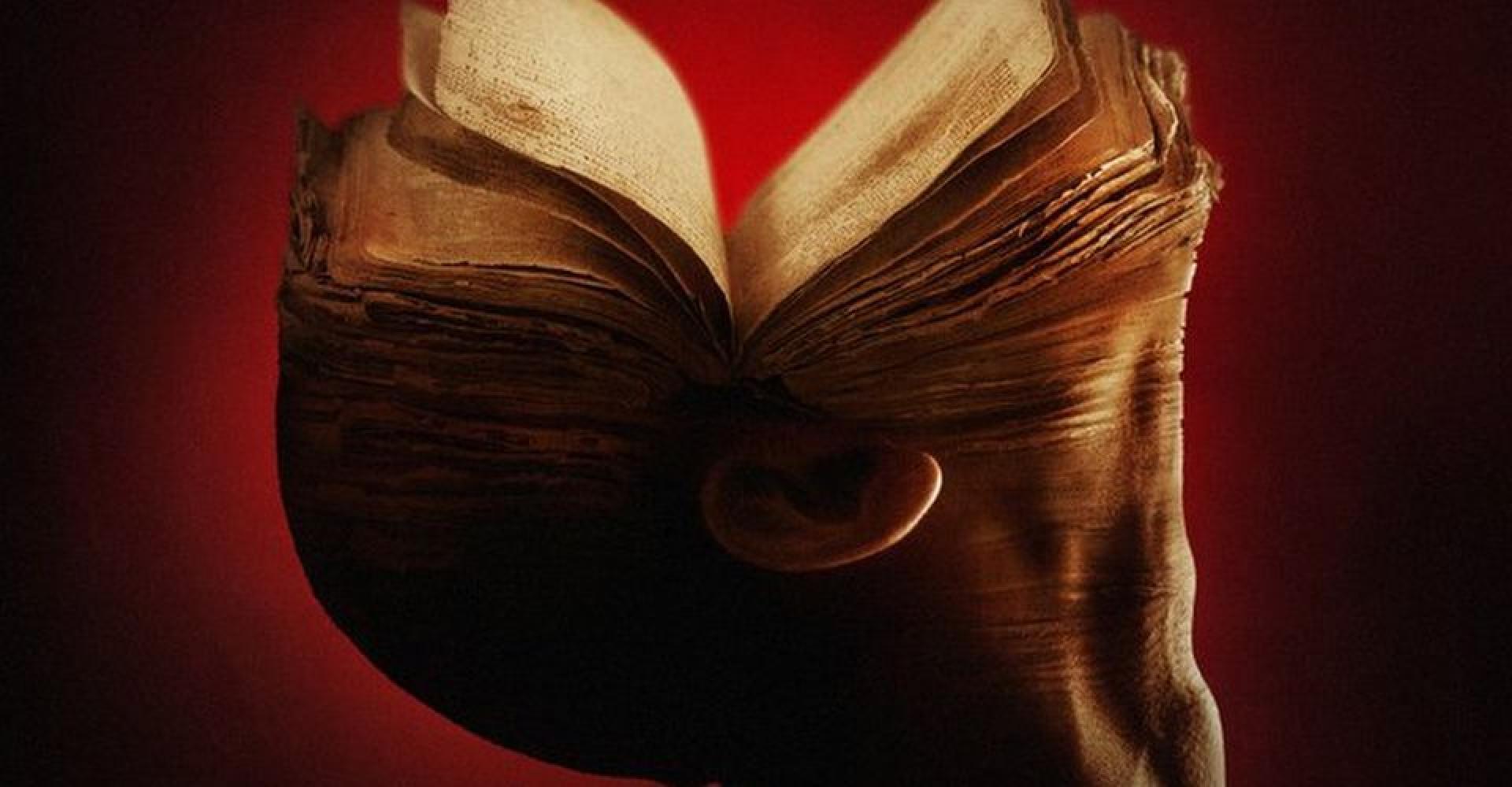 Októberben jön A vér könyvei adaptáció